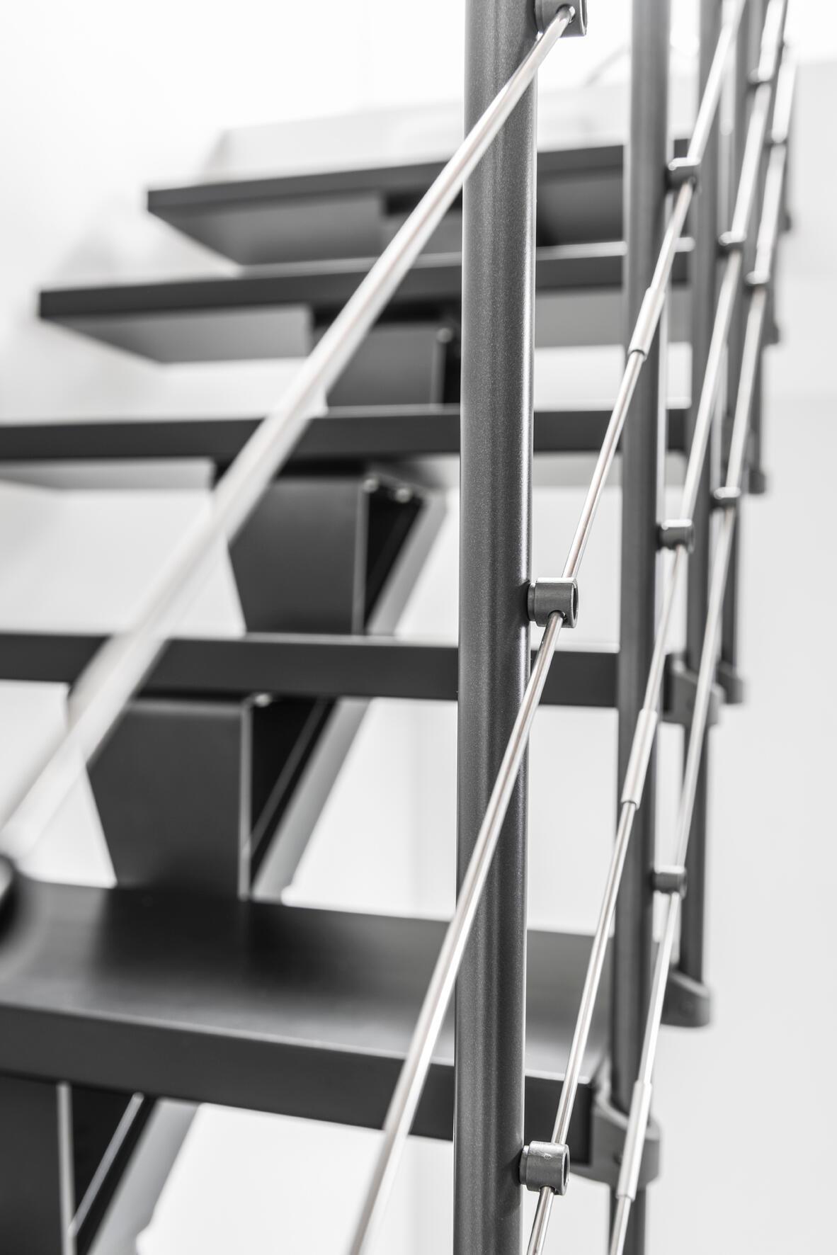 Scala a rampa 1/4 di giro Mas FONTANOT L 85 cm, gradino grigio antracite scuro, struttura antracite - 22