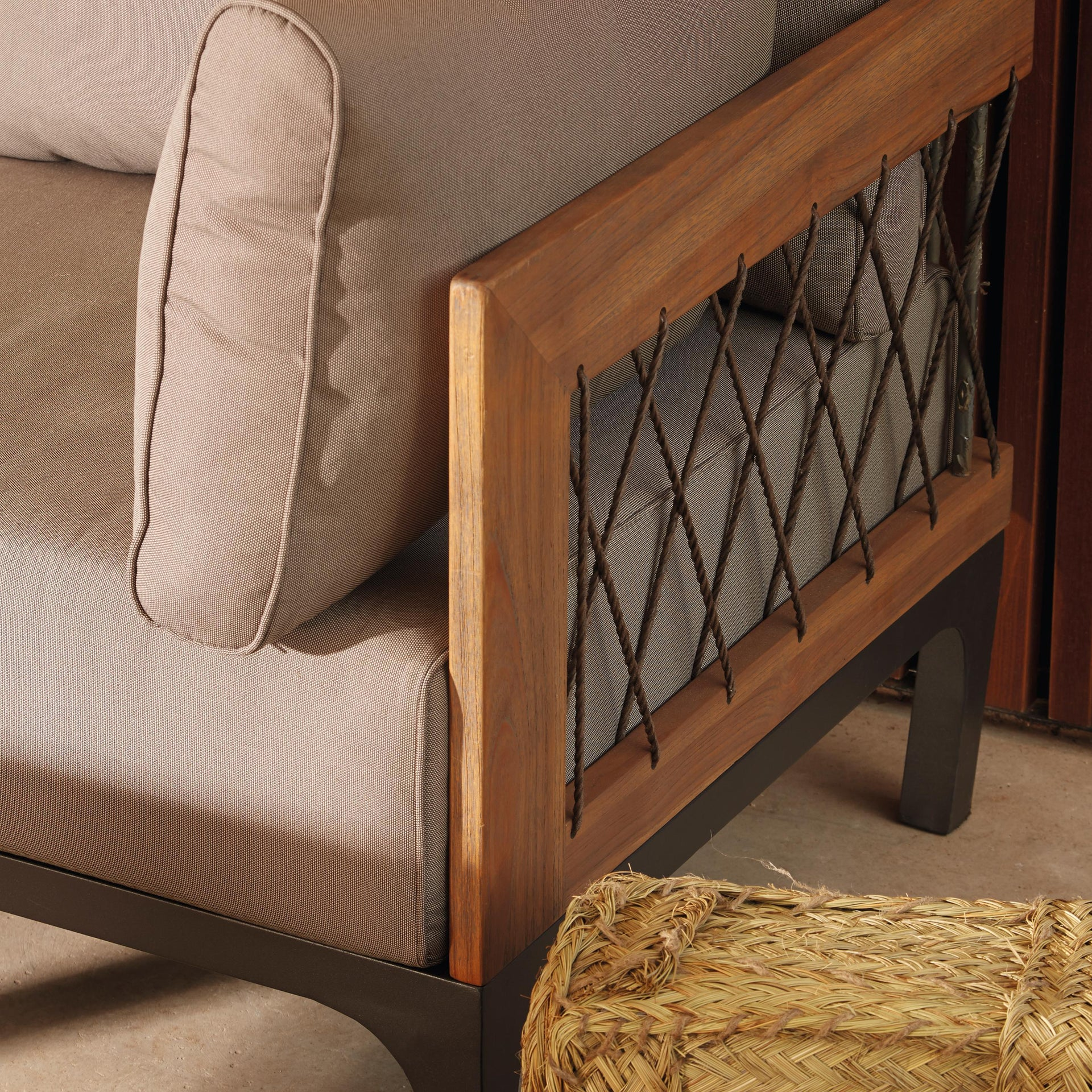 Divano da giardino con cuscino 2 posti in alluminio Peloponeso colore marrone e grigio - 3
