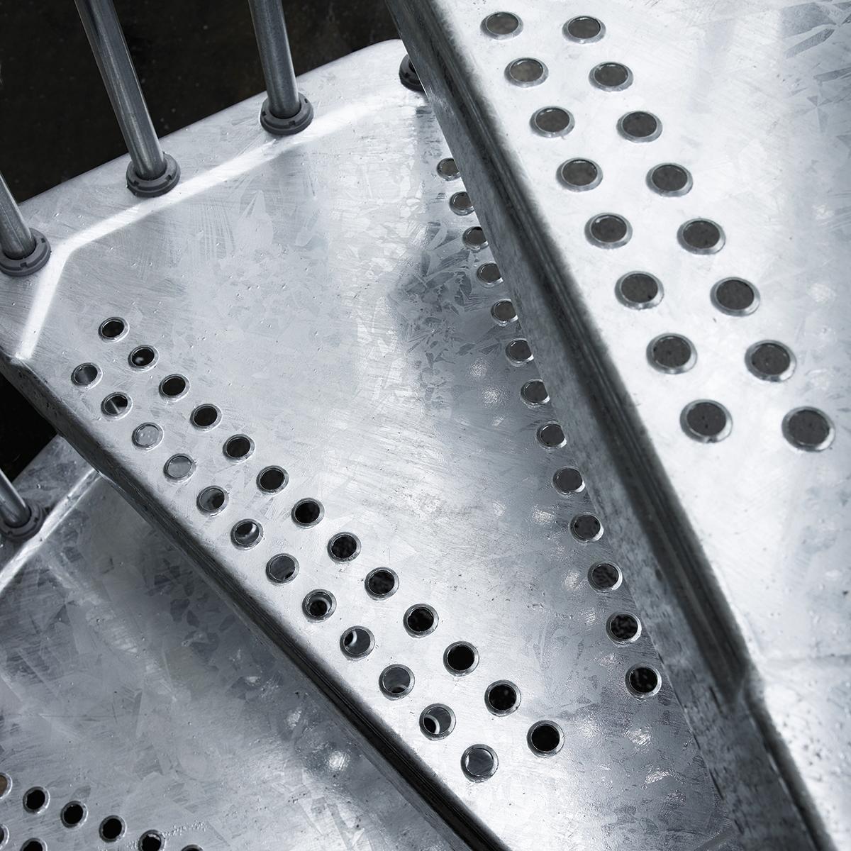 Scala a chiocciola tonda Steel Zink FONTANOT L 160 cm, gradino grigio zincato, struttura grigio zincato - 3