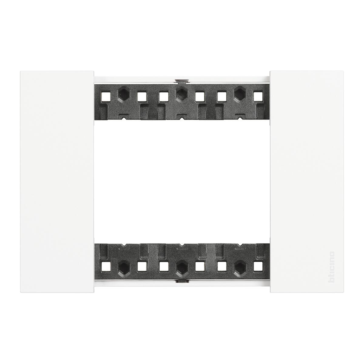 Placca BTICINO Living Now 3 moduli bianco - 1